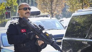 İlk olarak Erdoğanın korumaları yaptı