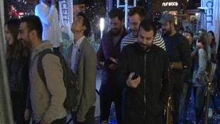 İstanbulda gece yarısı iPhone 8 kuyruğu