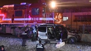 Manisa'da tren otomobile çarptı: 1 ölü 4 yaralı