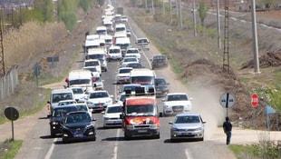 Şanlıurfa'da kilometrelerce uzunluğunda konvoy! Halk mitinge koşuyor