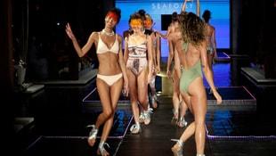 En seksi mayo ve bikiniler sergilendi