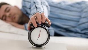 1 dakikada uykuya dalmak için bu tekniği uygulayın!