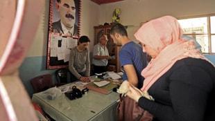 Öcalan posteri önünde oy kullandılar!