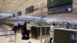 Güney Kıbrısa inen turistlere şok yasak!