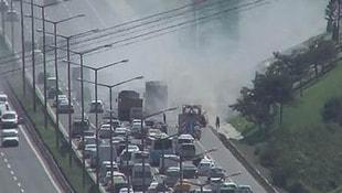 TEMde araç yangını! Trafik durdu