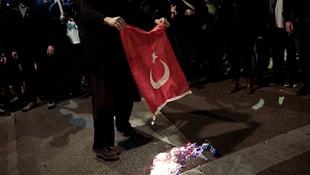 Ankaradan Atinaya flaş uyarı: Bayrağımızı yakanları yakalayın