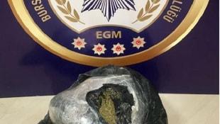 Narkotik Polis Köpeği Rona otomobildeki uyuşturucuyu buldu
