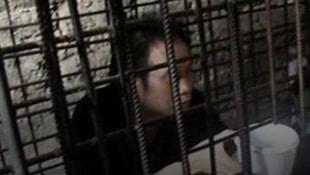 Oğlunu 20 yıl kafese koyan adam yakalandı