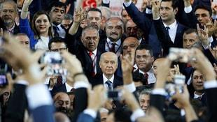 MHP: AK Parti, af konusuna duyarsız kalamaz