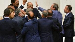AK Partiden HDPli Ahmet Şıka 100 bin liralık tazminat davası