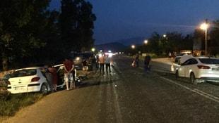 Seydikemerde iki otomobil çarpıştı: 1 ölü, 2 yaralı