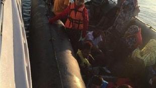 Dikili açıklarında lastik botta 27 kaçak yakalandı