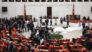 Mecliste HDPye büyük şok