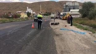 Kamyonun çarptığı motosikletin sürücüsü öldü