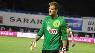 Eskişehirspor ile Ümraniyesporun oynadığı maçta kaleci Ruud Boffin kendi sahasından gol attı