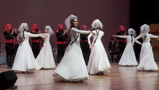 Kafkas halk dansları ve şarkıları yoğun ilgi gördü