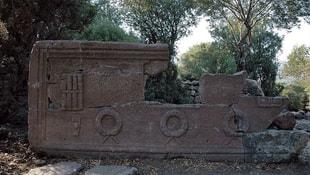 Manisa'da 2 bin 200 yılık okul müdürü lahiti