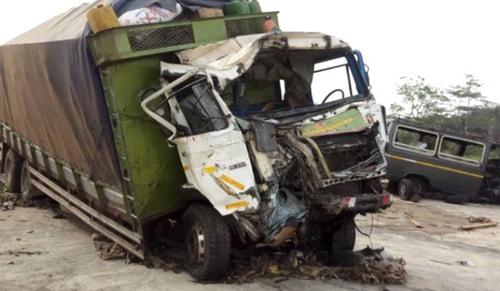 Ganada trafik kazası: 13 ölü