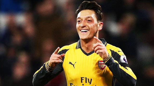 Mesut Özil 3,5 yıllık imzayı attı! Resmen duyurdular