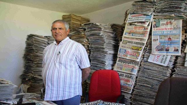 48 yıldır okuduğu gazeteleri biriktiriyor