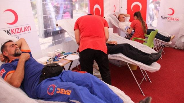 Demokrasi nöbetlerinde vatandaş kan bağışına koştu