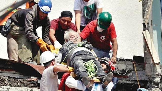 Şiddetli deprem: Ölü sayısı artıyor!