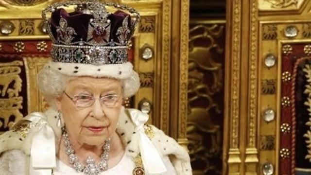 Kraliyet ailesinin sütyen sırları! Kraliçe Elizabethin ölçüsü olay oldu
