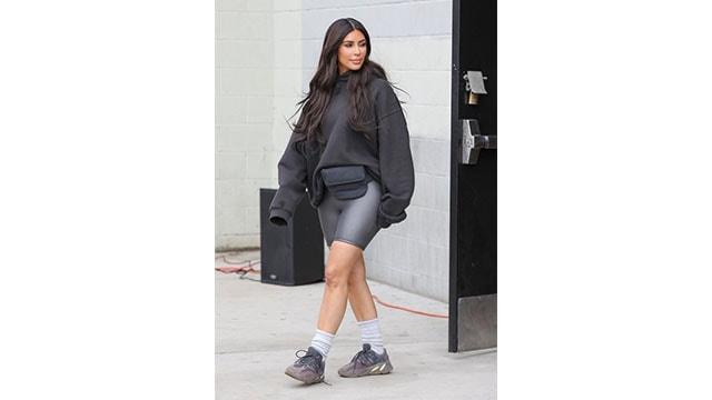 Kim Kardashian okul çocuğu gibi giyindi