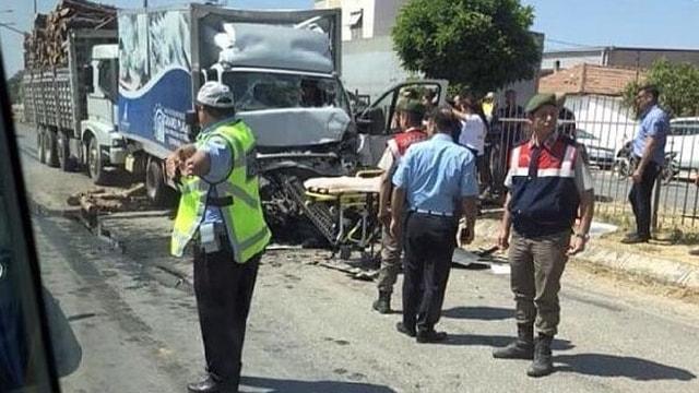 İzmirdeki zincirleme kazada 1 kişi ağır yaralı