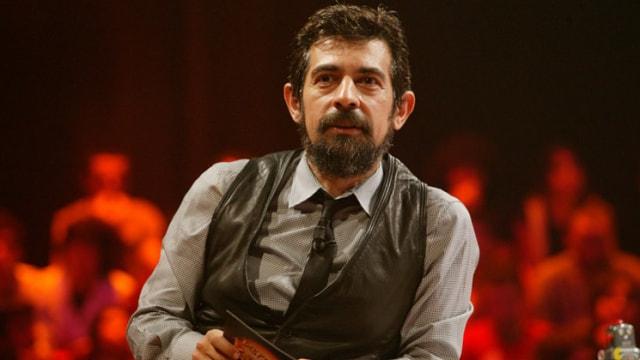 Okan Bayülgen tiyatro oyunlarını iptal etti