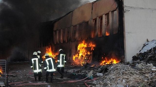 İstanbulda korkutan fabrika yangını