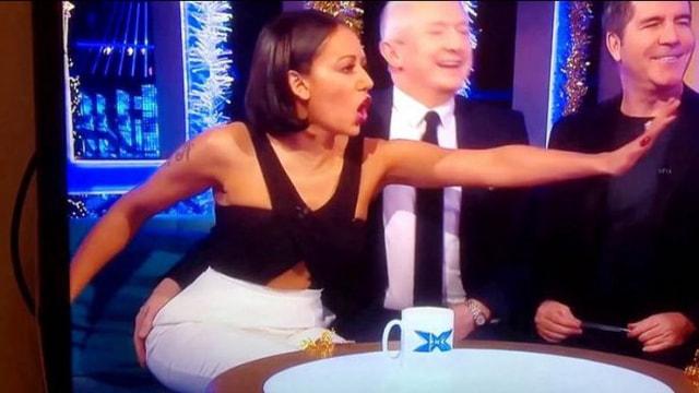 Şarkıcı Mel B canlı yayında tacize uğradı!