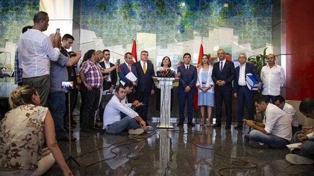 CHPli Usluer: Biz ev sahibiyiz, başka partiye gitmiyoruz
