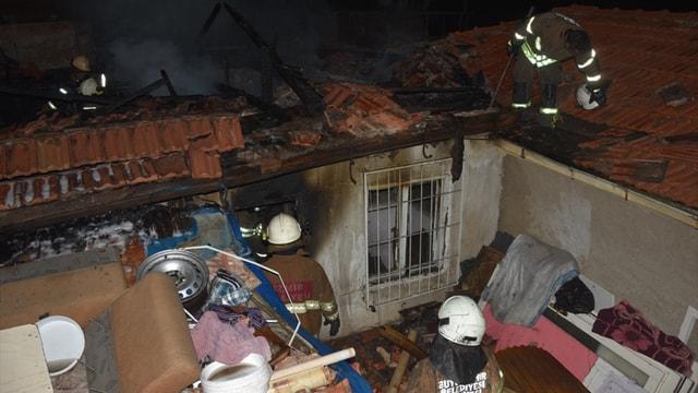 İzmirde ev yangını: 1 ölü