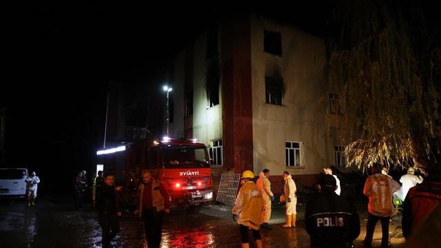 DERLEME - Adana'da özel öğrenci yurdunda çıkan yangınla ilgili haberlerimizi derleyerek yeniden yayımlıyoruz. Saygılarımızla.  AA  Adana'da özel öğrenci yurdunda yangın
