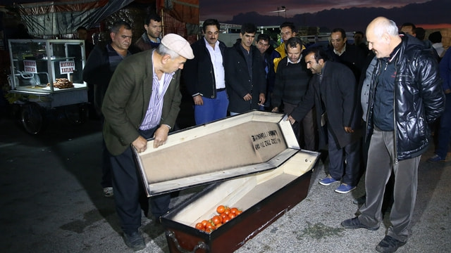 Antalya Hali'nde tabutlu protesto