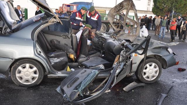 Aydında trafik kazası: 2 ölü 3 yaralı