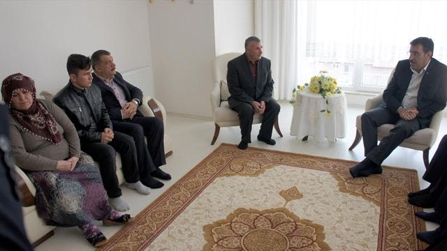 Bakan Tüfenkci'den şehit ailesine ziyaret