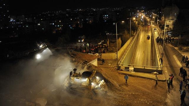 Başkent'te 1071 Malazgirt Bulvarı'ndaki gecekondu kaldırıldı