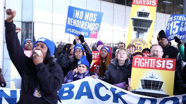 Chicago O'Hare Havalimanı'nda grev ve protesto gösterisi