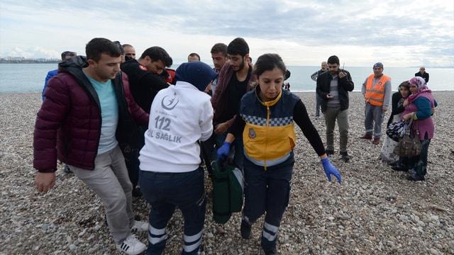 Antalya'da çocukları kurtarmak için girdiği denizde boğuldu