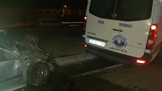 Çorum'da otomobille minibüs çarpıştı: 9 yaralı