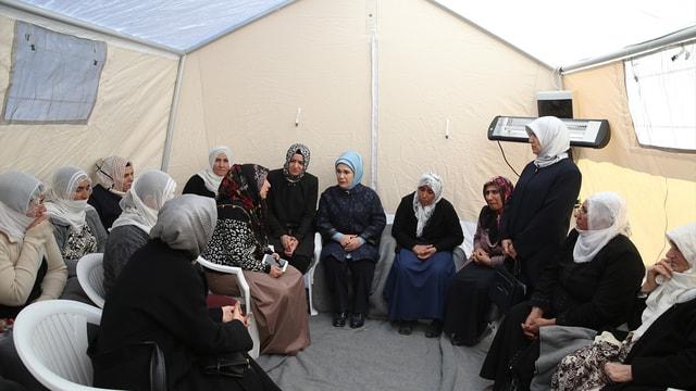 Emine Erdoğan Siirt'teki maden faciası bölgesini ziyaret etti