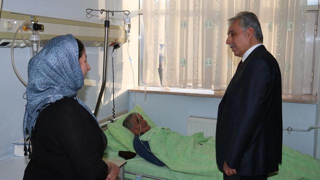 Hakkari Valisi Toprak'tan yaralı askerlere ziyaret