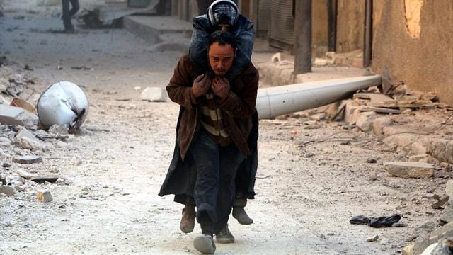 Halep'te yerleşim yerine hava saldırısı