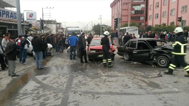 Hatay'da zincirleme trafik kazası: 1 ölü, 3 yaralı
