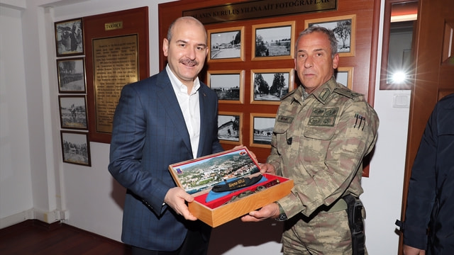 İçişleri Bakanı Soylu'dan komando okuluna ziyaret