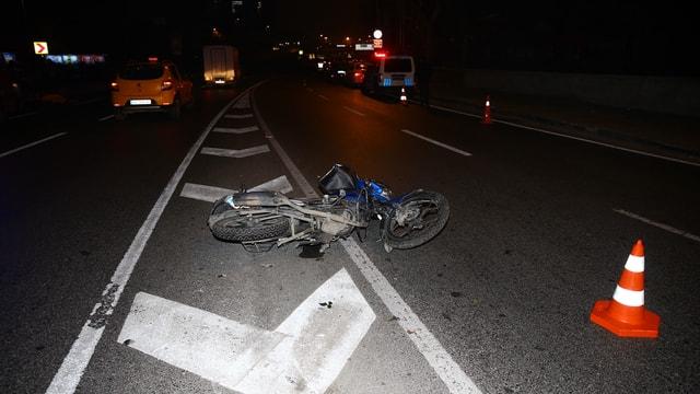 İstanbulda feci kaza! Refüje çarpan motosiklet sürücüsü öldü