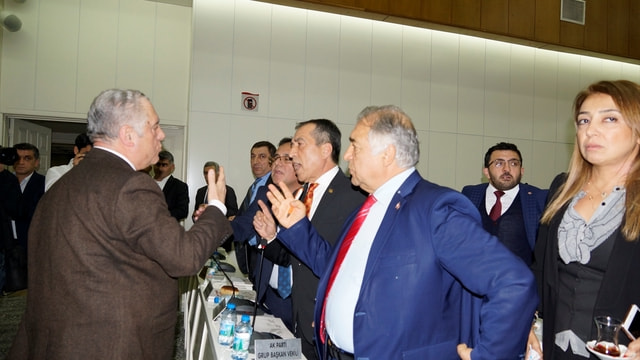 İzmir Büyükşehir Belediyesi 2017 bütçesi kabul edildi