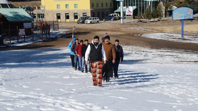 Kayakçılar ve otelciler kar duası yaptı